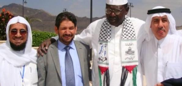 Malik Obama, nr. to fra højre, der udtrykker støtte til Hamas på en konferencen i Yemen (2010)