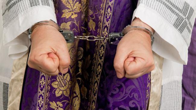 FN kræver alle sexmistænkte præster fjernet